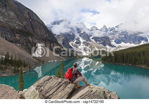 montagnes, rocheux, randonnée, &, lac, regarder, moraine, homme - csp14722190