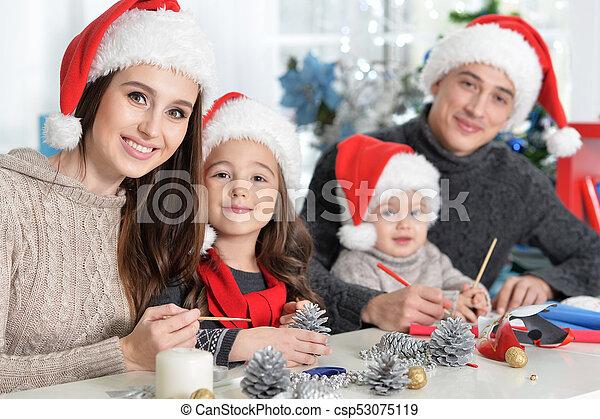noël, famille, préparer - csp53075119