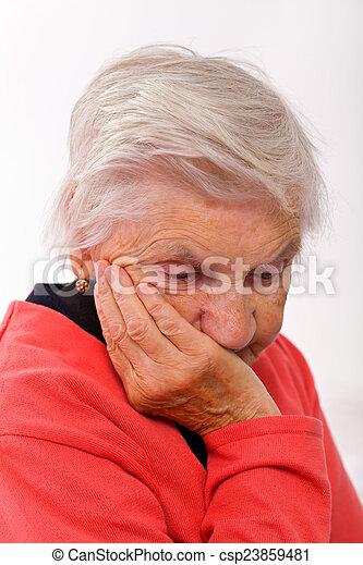 personnes âgées soucient - csp23859481