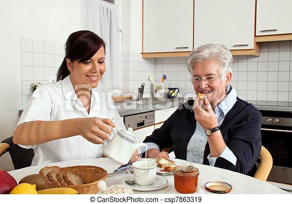 petit déjeuner, femme, aides, personnes agées, infirmière - csp7863319