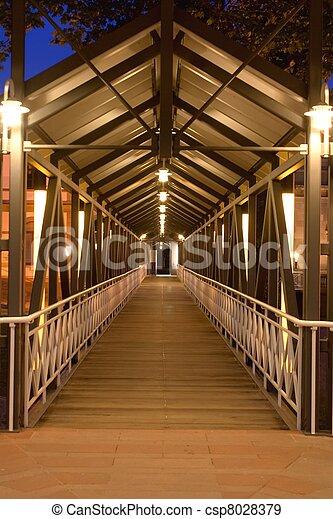 pont, éclairé - csp8028379