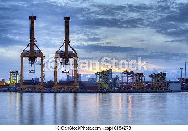 pont, récipient cargaison, fond, fonctionnement, crépuscule, grue, chantier naval, exportation, logistique, importation, bateau fret - csp10184278