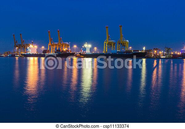 pont, récipient cargaison, fond, fonctionnement, crépuscule, grue, chantier naval, exportation, logistique, importation, bateau fret - csp11133374