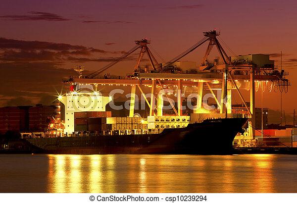pont, récipient cargaison, fond, fonctionnement, crépuscule, grue, chantier naval, exportation, logistique, importation, bateau fret - csp10239294