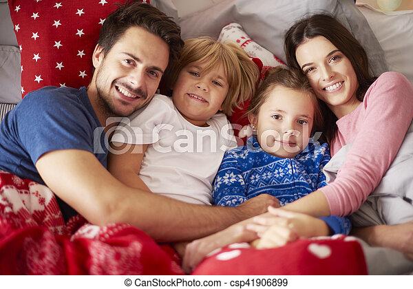 portrait, noël, lit, temps famille - csp41906899