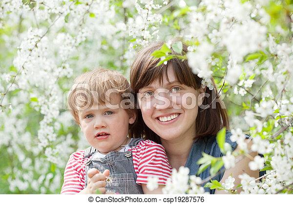 printemps, famille, heureux - csp19287576