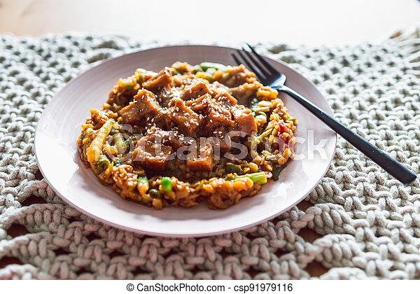 remuer, teriyaki, frire, collant, légumes, tofu, coréen, vegan, plant-based, nourriture, sain - csp91979116