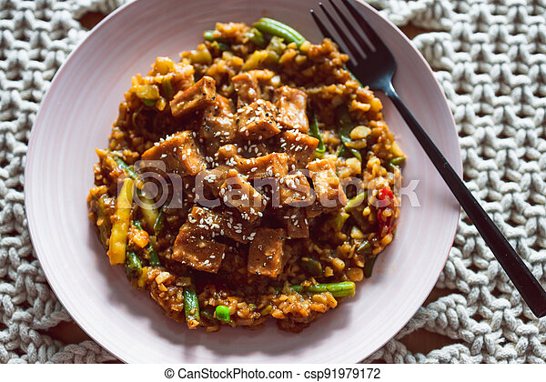 remuer, teriyaki, frire, collant, légumes, tofu, coréen, vegan, plant-based, nourriture, sain - csp91979172