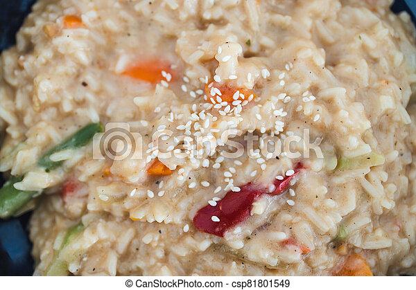 satay, riz, remuer, nourriture, plant-based, frire, végétariens, vegan - csp81801549