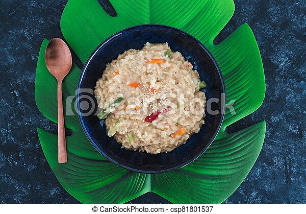 satay, riz, remuer, nourriture, plant-based, frire, végétariens, vegan - csp81801537