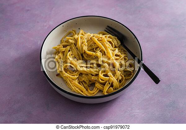 sauce pâtes, fond, fettuccini, citron, vegan, rose, plant-based, nourriture, herbes, sain - csp91979072