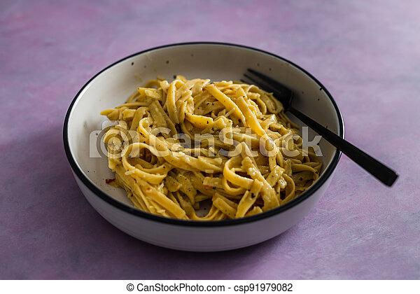 sauce pâtes, fond, fettuccini, citron, vegan, rose, plant-based, nourriture, herbes, sain - csp91979082