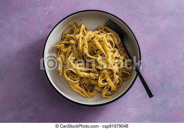 sauce pâtes, fond, fettuccini, citron, vegan, rose, plant-based, nourriture, herbes, sain - csp91979048