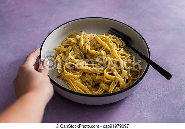 sauce pâtes, fond, fettuccini, citron, vegan, rose, plant-based, nourriture, herbes, sain - csp91979097