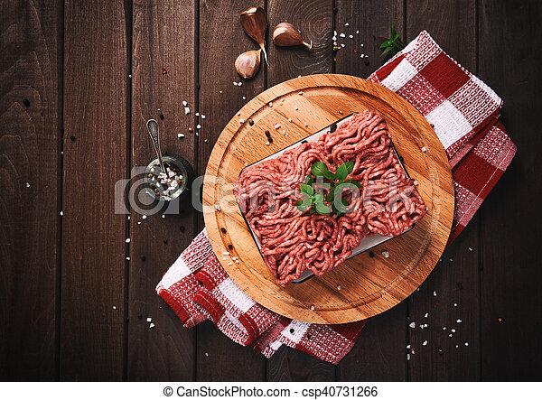 table bois, viande hachée - csp40731266