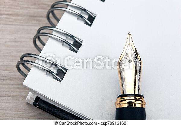 table, stylo, bois, bloc-notes, fontaine - csp70916162