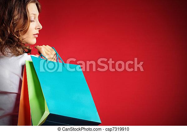tenue femme, contre, sacs provisions, fond, rouges - csp7319910
