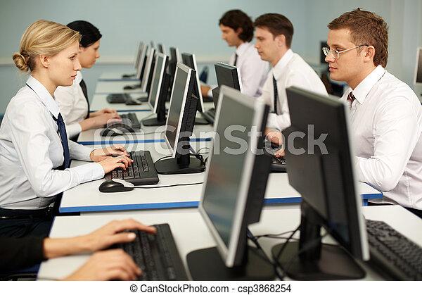 travail ordinateur - csp3868254