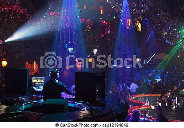 vartan, dj, exposition, populaire, moscou, 1:, -, boîte nuit, russia., avril, paradis, moscou, 2011, 1 - csp12194849
