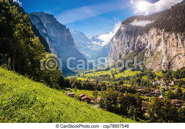 vif, lauterbrunnen, alpin, emplacement, suisse, endroit, alpes, village., valley., vue - csp78807546