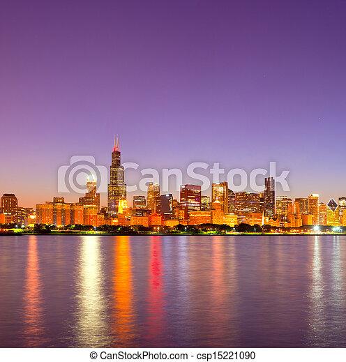 ville, bâtiments, éclairé, business, chicago, panorama, usa, en ville, horizon, coucher soleil, réflexions, coloré - csp15221090