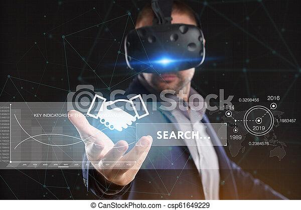 voit, réseau, fonctionnement, inscription:, concept., jeune, virtuel, business, internet, homme affaires, technologie, réalité, lunettes - csp61649229